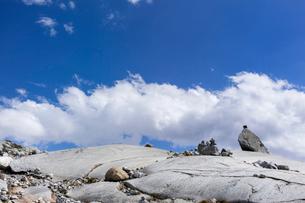 スイス、ローヌ氷河横の岩石の写真素材 [FYI04108608]