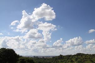 サンパウロの夏の青空と雲の写真素材 [FYI04108753]