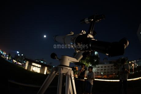 天体観測のイメージの写真素材 [FYI04108823]