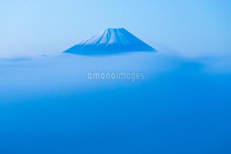 雲海のかなたの写真素材 [FYI04109215]