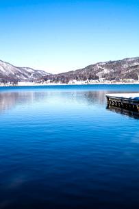 信州 長野県大町市 冬の木崎湖の写真素材 [FYI04109373]