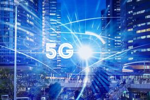 5G-第5世代移動通信システムと東京の写真素材 [FYI04109508]
