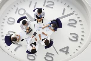 時間に迫れる会議の写真素材 [FYI04109599]