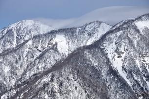 冬山吹き荒ぶの写真素材 [FYI04109856]