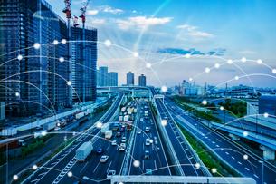 5G-第5世代移動通信システムと東京の写真素材 [FYI04109914]