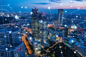 5G-第5世代移動通信システムと東京の写真素材 [FYI04109952]