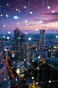 5G-第5世代移動通信システムと東京の写真素材 [FYI04109965]