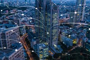5G-第5世代移動通信システムと東京の写真素材 [FYI04109975]