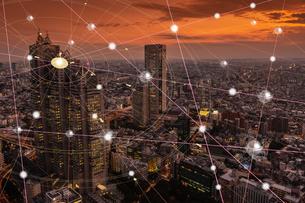 5G-第5世代移動通信システムと東京の写真素材 [FYI04109978]