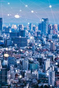 5G-第5世代移動通信システムと東京の写真素材 [FYI04109988]