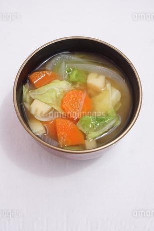 春野菜のみそ汁の写真素材 [FYI04110048]