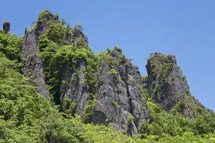 新緑の妙義山の写真素材 [FYI04110301]
