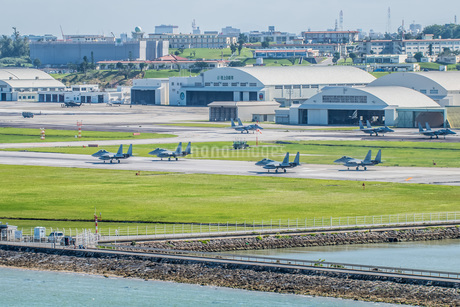 F15戦闘機 那覇基地の写真素材 [FYI04110367]