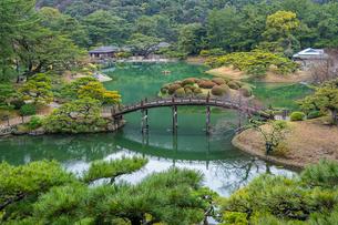 【香川県 高松市】 飛来峰からみる栗林公園の様子の写真素材 [FYI04110622]