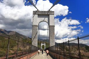 県立秦野戸川公園 風の吊り橋の写真素材 [FYI04111247]