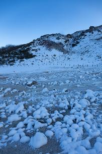 厳冬の硫黄山の写真素材 [FYI04112358]