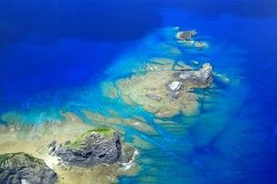 慶良間諸島 空撮の写真素材 [FYI04112411]