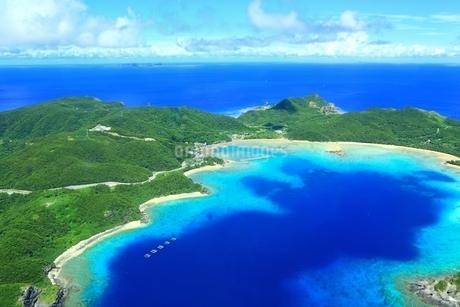慶良間諸島 空撮の写真素材 [FYI04112412]