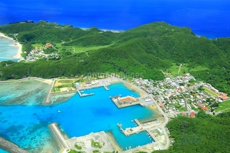 慶良間諸島 空撮の写真素材 [FYI04112413]