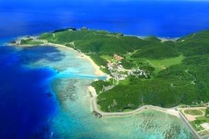 慶良間諸島 空撮の写真素材 [FYI04112414]