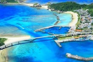 慶良間諸島 空撮の写真素材 [FYI04112416]