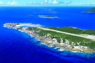 慶良間諸島 空撮の写真素材 [FYI04112418]