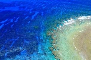 慶良間諸島 空撮の写真素材 [FYI04112422]