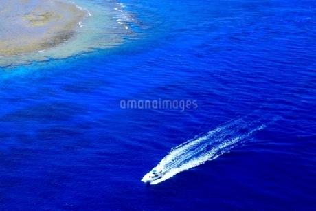 慶良間諸島 空撮の写真素材 [FYI04112423]