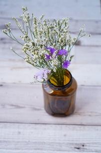 花と花瓶の写真素材 [FYI04112984]