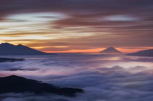 高ボッチの夜明けの写真素材 [FYI04113762]