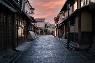 朝の無人の 京都 産寧坂の写真素材 [FYI04114373]