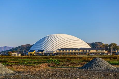 秋田杉25000本を使った国内最大級の木造建築がニチプロハチ公ドームこと大館樹海ドームの写真素材 [FYI04114885]