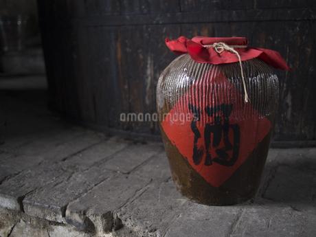 古酒 酒造 紹興酒 黄酒 瓶 中国酒の写真素材 [FYI04115464]