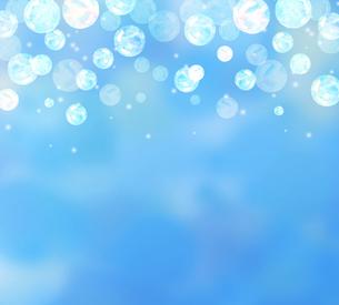 しゃぼん玉と青背景のイラスト素材 [FYI04115683]