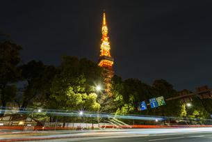 東京タワーと光跡の写真素材 [FYI04115698]