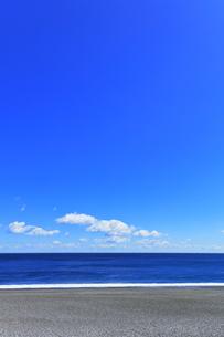 浜辺に寄せる波の写真素材 [FYI04115851]