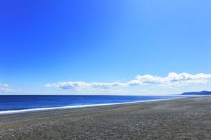 浜辺に寄せる波の写真素材 [FYI04115852]