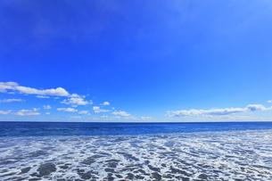 海と空に雲の写真素材 [FYI04115854]