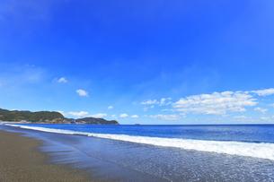 浜辺に寄せる波の写真素材 [FYI04115857]