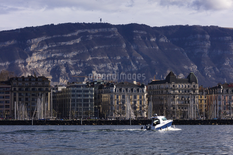 スイス、ジュネーブのレマン湖風景の写真素材 [FYI04115942]
