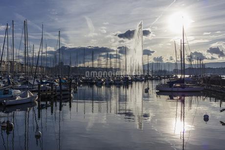 スイス、ジュネーブのレマン湖風景の写真素材 [FYI04115953]