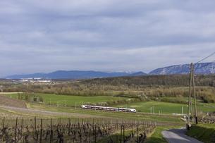 スイス、ジュネーブの電車の写真素材 [FYI04116037]