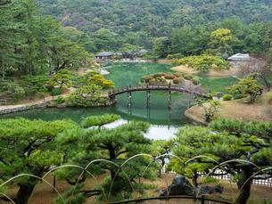 【香川県 高松市】飛来峰からみる栗林公園の様子の写真素材 [FYI04116048]