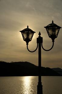 恵那峡 街灯の写真素材 [FYI04116510]