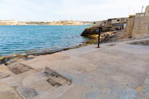 地中海越しに望むカルカラの写真素材 [FYI04116905]