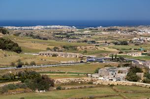 バスティオン広場(Bastion Square)から望むマルタ国立水族館方面の写真素材 [FYI04116914]