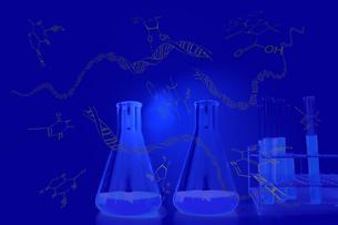 DNAとアミノ酸分子、青い光に包まれた試験管とフラスコ。実験、開発、試験、検査イメージの写真素材 [FYI04116927]