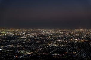 信貴山から見る大阪市街地の夜景の写真素材 [FYI04116966]