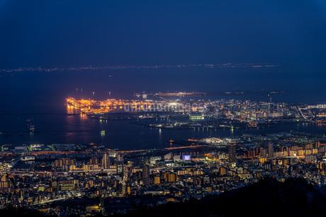 六甲山系の摩耶山から見た神戸の夜景の写真素材 [FYI04116967]