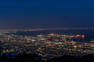 六甲から見た神戸と大阪湾の夜景の写真素材 [FYI04116968]